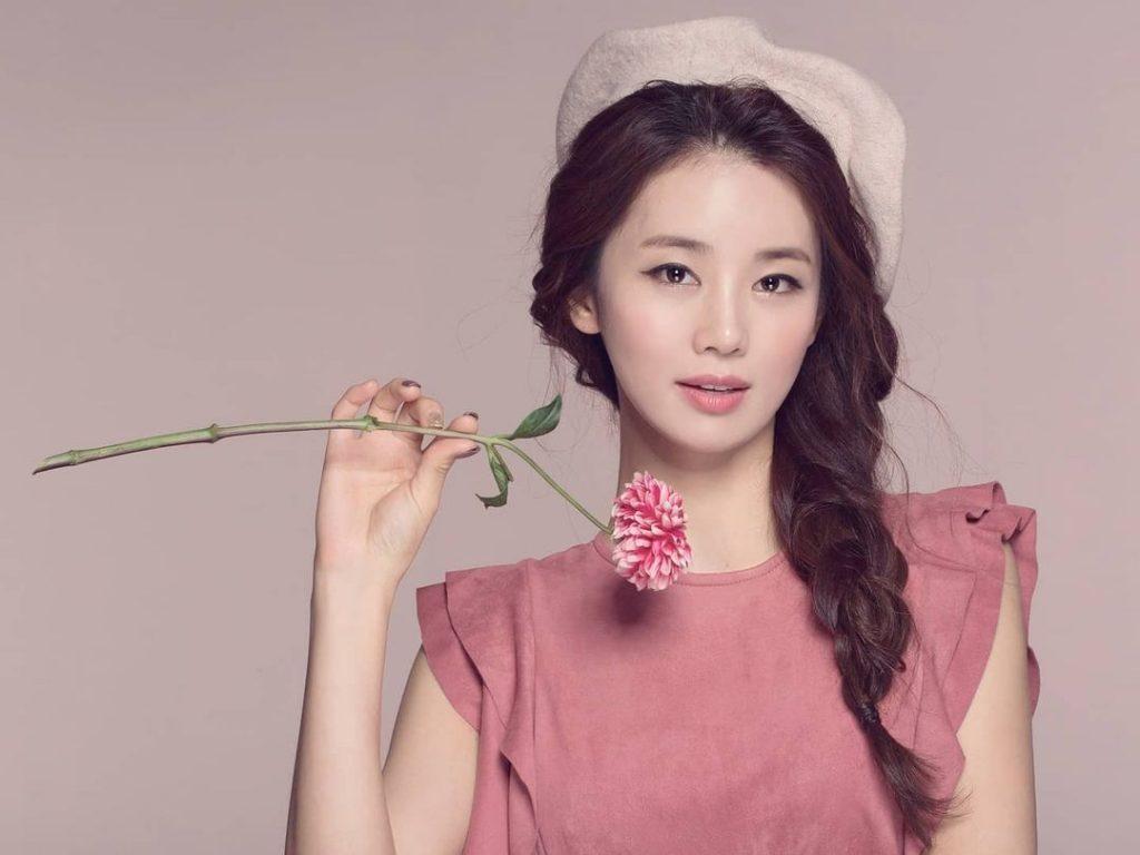 Lee Ga Ryeong - Memora ID